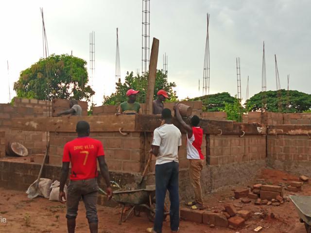 Construction d'un bloc de labo-consultation dans la cour du CSCOM de Hamdallaye - Sikasso - photo 1 - Vision du Monde