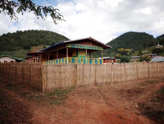 Action solidaire par Vision du Monde : Deuxième phase de construction de l'école maternelle au village Pa-O de Hti Ta Kawk, lac Inlé, nord du Myanmar, Birmanie