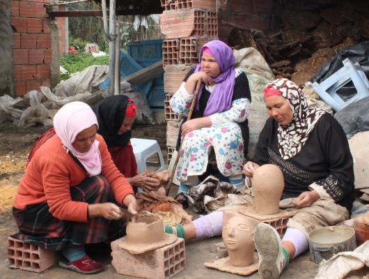 Action solidaire par Vision du Monde : Soutien à l'association des femmes potières de Sajnane