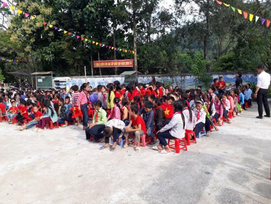 Action solidaire par Vision du Monde : Achat de matériel pour l'école primaire de Ban Luoc